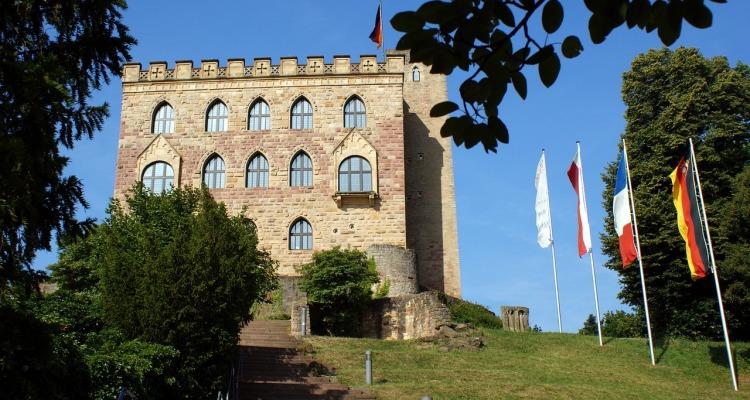 hambach-castle-1234490_1280